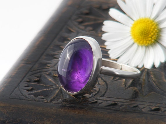 Vintage Amethyst Ring | Violet Cabochon Ring | 1970s Jewellery | 925 Sterling Silver  US Ring Size 6.5 | UK Ring Size N