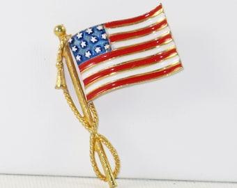 Vintage Patriotic U.S.A. American Enameled Waving Flag Brooch (B-4-5)