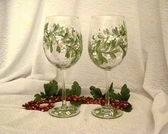 Free shipping Hand painted Mistletoe on pair of wine glasses