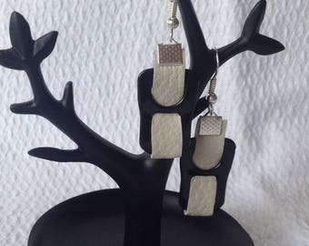 Earrings tab cans black with beige thread