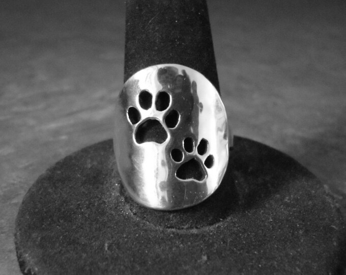 two dog paw ring quarter size