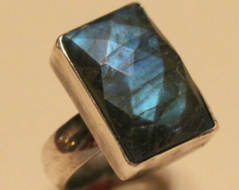 blue labradorite ring - sterling and labradorite ring - labradorite cabochon ring - faceted labradorite ring - blue flash labradorite ring