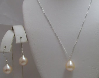 Genuine Cultured Freshwater Peach Pearl Teardrop Necklace and Earrings Set pink-peach