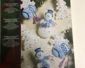 NEW sealed vintage Bucilla Snowflake Snowman ornament kit set of 6 # 86094 from 2008