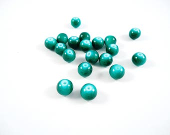 20 green round glass beads 8mm spray painted