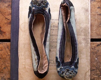 Vintage Blue Asian Embroidered Womens Shoes - Unique Mother's Day Gift!