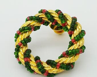 Vintage Gold Tone & Beaded Christmas Wreath Lapel Pin