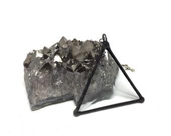 Minimalistische geometrische Dreieck-Anhänger-Glasmalerei-Boho-Stil