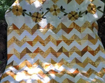 Sunflower Fields PDF quilt pattern in 3 sizes, chevron quilt, dresden plate design