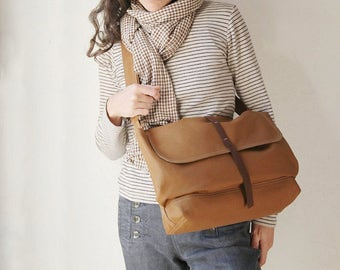The Small Messenger in Cinnamon Brown