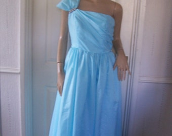 John Charles Beautiful Authentic Vintage Powder Blue Evening/Ball Gown sz 8/10