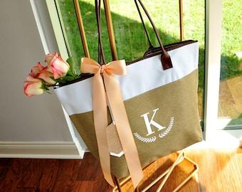 Bridesmaid Tote Personalized (Qty. 1).  Bridesmaid Zipper Bag. Monogram Tote Bag. CmlRT