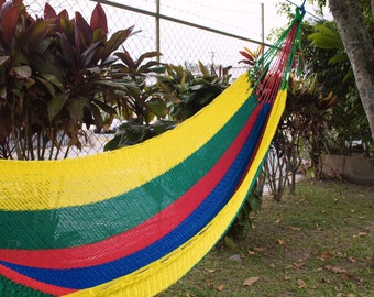 Traditional hammock inspired by the colors of the parrot, hand-woven.