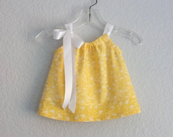 Baby Girls Yellow Dress and Bloomers Outfit - Pillowcase Dress in Butter Yellow with Charming Daisies - Size Nb, 3m, 6m, 9m,12m or 18m