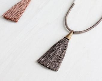 Collier DEMETER | naturellement coton teint et un gland de soie fibre déclaration collier