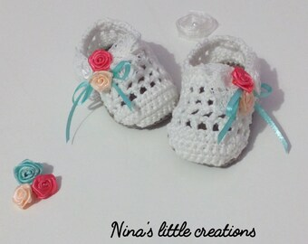 Knitted baby shoes with cotton yarn