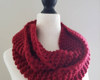 Plain, chunky infinity scarf! Loop, circle scarf - maroon, burnt red. Hand knitted, acrylic yarn.