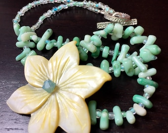 Island Flora Coral and Mother of Pearl and Coral Necklace in Yellow Greenery
