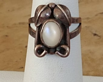 Old Pawn Mother Of Pearl Squash Blossom Ring Signed Sz 5