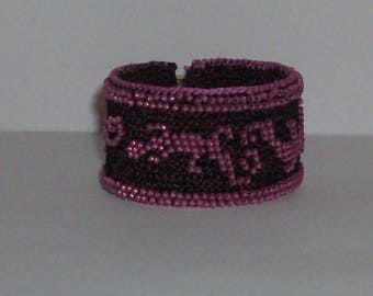 crochet bracelet, cuff bracelet, seed beaded bracelet, lizard bracelet, pink brown bracelet, pink lizards on brown bracelet