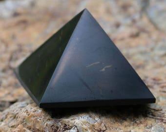 SHUNGITE 40mm Sacred Pyramid Metaphysical Healing Mineral Polished Pyramide Reiki Chakra Russian Healing Black Crystal Stone Mineral Health