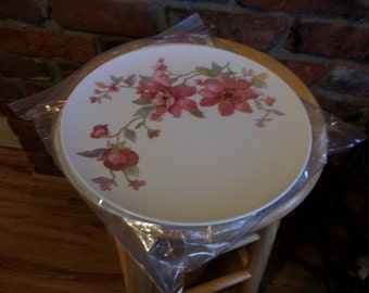 Vintage plastic plates, set of four plastic plates, Vintage plates, movie prop