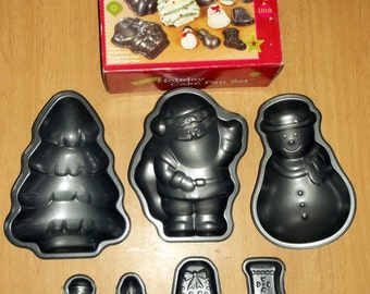 Holiday Mini Cake Pan Set 7 Pcs Christmas Santa Snowman Tree Stocking Bell IB