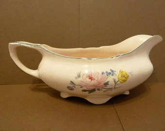 Taylor Smith Taylor, Gravy Boat with Curved Footed Oval Base