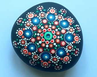 Dotillism art - Flora Mandala stone