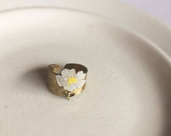 "Brass ring ""Daisy"""