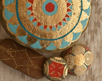Ethnic decor. Set of Pebble symbol gold red blue circle - Art hand painted handmade. Made in France