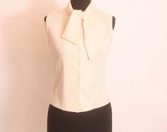 Vintage 1970s Women's Sleeveless Cream Button up Tie Collar Turtleneck blouse size M