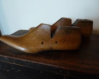 vintage wooden shoe lasts / pair of lasts / antique shoe forms / ladies size 9.5 a / shoe forms / stretchers / cobblers
