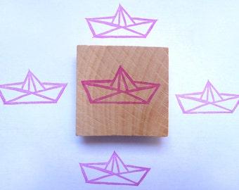Tampon en gomme, motif bateau origami, gravé à la main