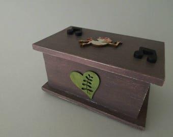 Music box trunk atmosphere