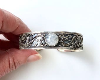 Vintage Sterling Silver Cuff Bracelet with a Round Rainbow Moonstone Cabochon Gemstone, Ajustable