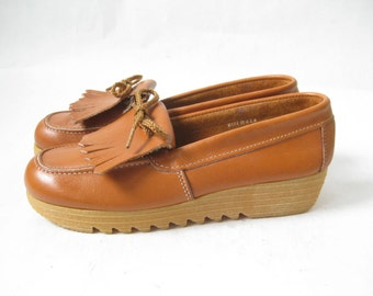 Vintage 70's Brown Leather Wedge Oxfords. Size 5