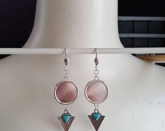 Hanging earring Frames for 18 mm cabochons, with hammered pendant, settings, earrings