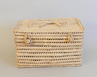 handwoven grass basket trunk/suitcase