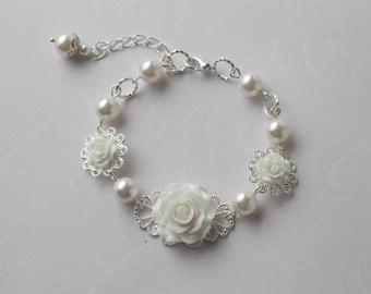 Bridal Bracelet, White Pearl Bracelet, White Rose Bracelet, Wedding Bracelet, Bride Bracelet, Maid of honor  gift, Rose jewelry, Canada made