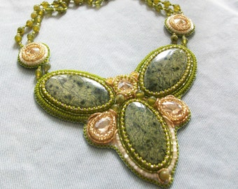 """Handmade necklace with serpentine and crystals """"Dryad"""" Дриада- колье ручной работы со змеевиком, вышивка бисером, натуральные камни"""
