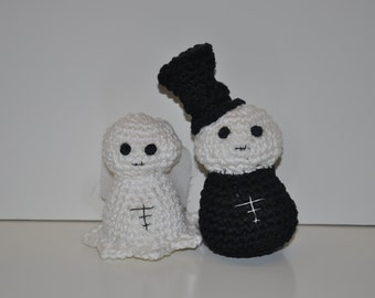 Bride and groom skeleton amigurumi