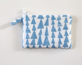 Coin zipper pouch, Triangle coin purse, lined in Chambray, mini zip pouch, pocket wallet, Blue printed fabric bag, change purse