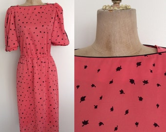1970's Coral Pink Leaf Print Polyester Dress Size Size Medium by Maeberry Vintage