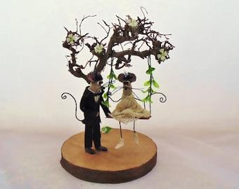 Wedding Cake Topper - Mr and Mrs Topper, Custom Cake Topper, Custom Wedding Cake Topper, Wedding Decoration