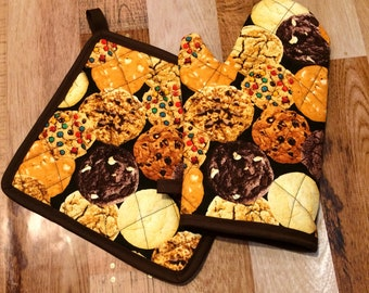 Cookie themed insulated/quilted pot holder and oven mitt set