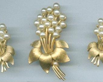 1960s Trifari Demi Parure Set Brooch and Earrings