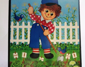 Vintage Raggedy Andy Lithograph, Raggedy Andy Wall hanging by Lyn, Stapco NY, Raggedy Andy Wall Mount Print, Raggedy Andy Weeding His Garden
