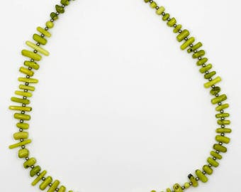 """19"""" green coral necklace"""