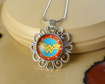 WONDER WOMAN snap button on silver fansy pendant with 18 inch Necklace jewelry